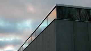 EMMA sijaitsee Tapiolassa Näyttelykeskus WeeGeellä. Perille pääset pyörällä, metrolla tai bussilla.