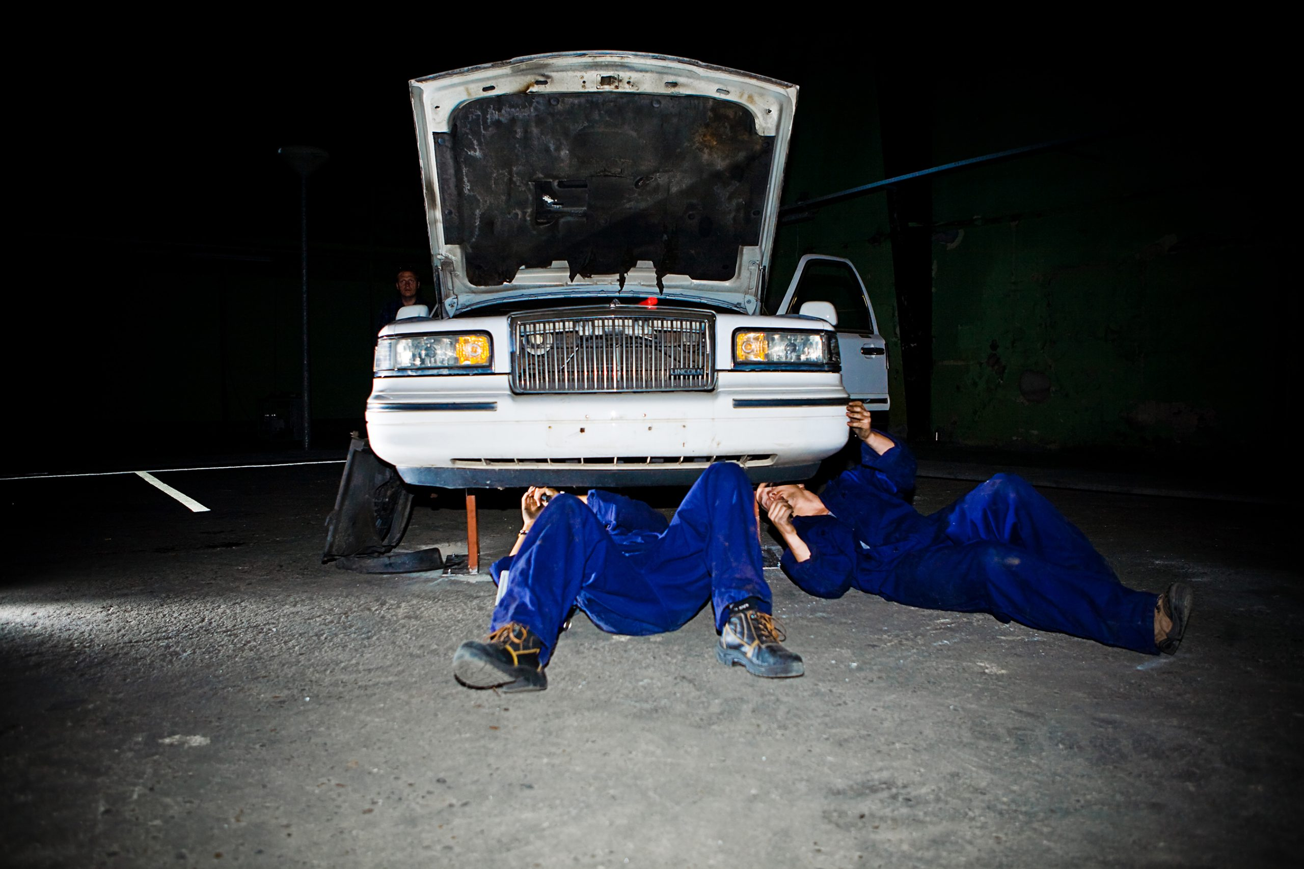 Artwork by Elmgreen & Dragset with two guys fixing a streched limo.